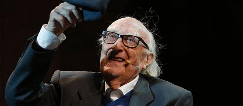 Si è spento questa mattina all'età di 93 anni, lo scrittore Andrea Camilleri. Autore di centinaia di romanzi e padre di Montalbano