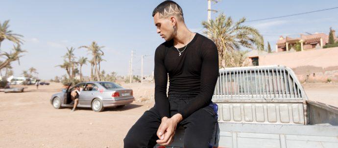 """Dopo il successone a Sanremo con """"Soldi"""" e la hit """"Calypso"""", Mahmood torna in radio, da domani, con il nuovo singolo """"Barrio""""."""