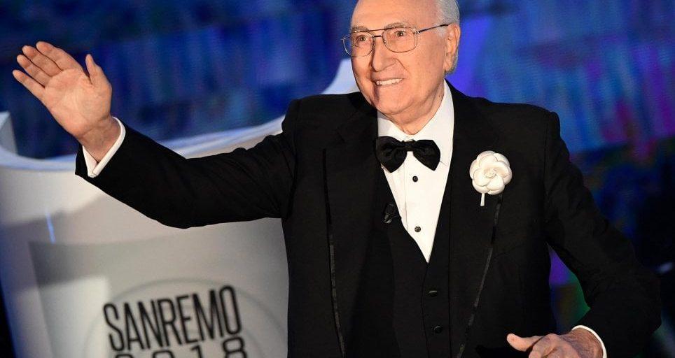 Pippo Baudo, è uno dei più noti volti della tv italiana. Esordisce a Sanremo nel 1968. Con 13 presenze, detiene il record di conduzioni del Festival.
