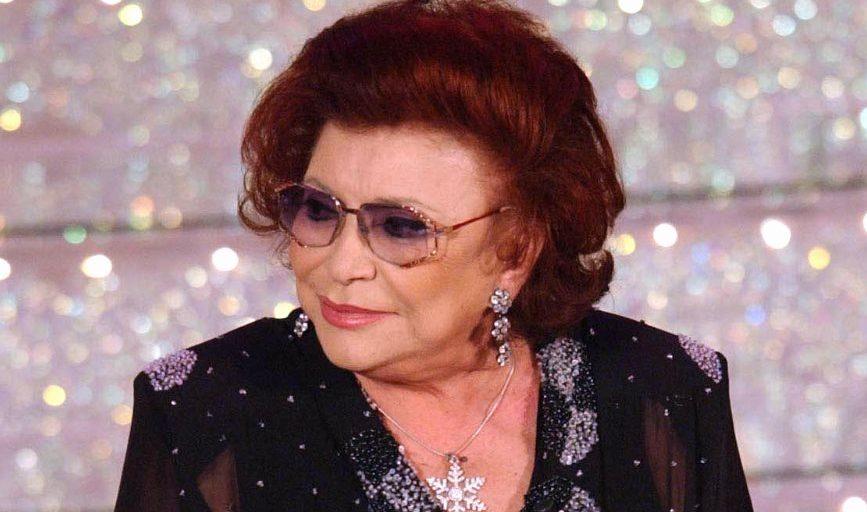 """Prima di entrare nel mondo della canzone, Nilla Pizzi si mise in evidenza nel campo delle rassegne di bellezza. Approda a Sanremo già nella prima edizione vincendo con il brano """"Grazie dei fiori"""""""