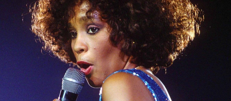 """Whitney Houston, """"The Voice"""", è stata una delle più talentuose voci di tutti i tempi. Nel 1987, ospite a Sanremo, si esibì sul palco dell'Ariston sotto gli applausi scroscianti del pubblico."""